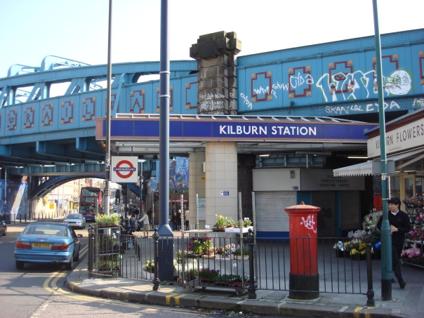 Kilburn_station_entrance2